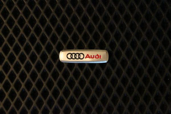 Шильдик металлический Audi
