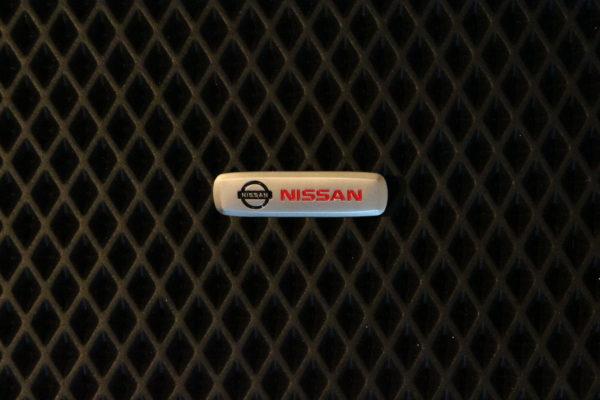 Шильдик металлический Nissan
