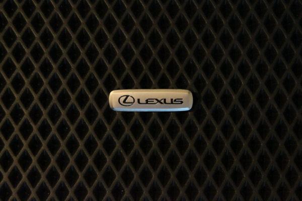Шильдик металлический Lexus