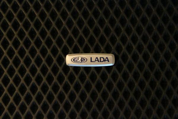 Шильдик металлический Lada