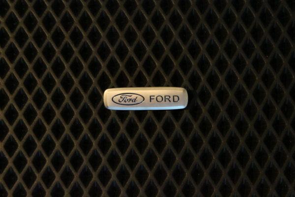 Шильдик металлический Ford
