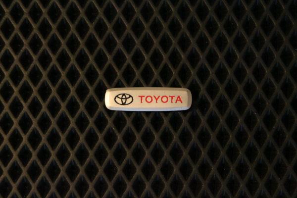 Шильдик металлический Toyota