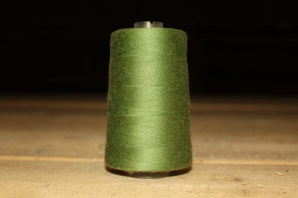 Нитки темно-зеленый цвет