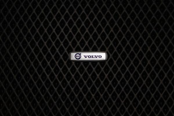 Шильдик металлический Volvo