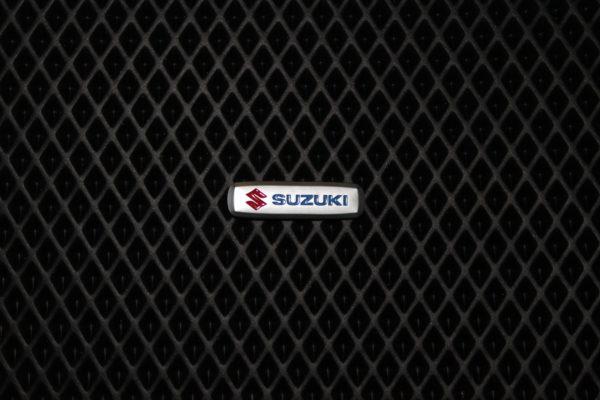 Шильдик металлический Suzuki